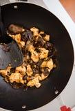 鸡和木头耳朵蘑菇盘 免版税库存照片