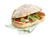 鸡和沙拉与裁减路线的ciabatta三明治 免版税库存图片