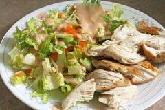 鸡和沙拉饮食板材 库存图片