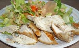 鸡和沙拉饮食板材 免版税库存照片