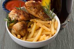 鸡和油炸物 免版税库存照片