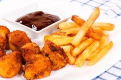 鸡和炸薯条 免版税库存照片