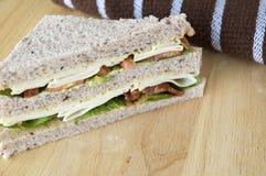 鸡和烟肉三明治 免版税库存图片