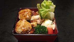 鸡和菜bento箱子 库存照片