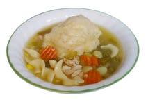 鸡和饺子在一个白色碗有绿色外缘的 库存照片