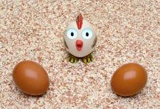 鸡在蛋壳的背景怂恿 免版税库存照片