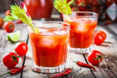 鸡尾酒与冰的血玛莉酒在玻璃 免版税图库摄影