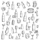 鸡尾酒和酒精饮料与快餐象 免版税图库摄影