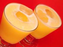 鸡尾酒汇集-桃子和橙色圆滑的人 免版税库存图片