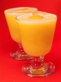 鸡尾酒汇集-桃子和橙色圆滑的人 图库摄影