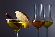 鸡尾酒用苹果和桂香 图库摄影