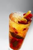 鸡尾酒菠萝茶点草莓 免版税图库摄影