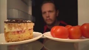 鸡尾酒蕃茄或可口蛋糕 健康食品一个困难的选择  影视素材