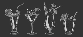 鸡尾酒被设置反对黑暗的背景 库存照片
