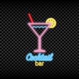 鸡尾酒酒吧的霓虹灯标志 发光和夜总会商标的光亮的明亮的牌 向量 库存图片