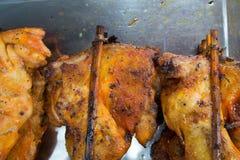 鸡插入木头 免版税图库摄影