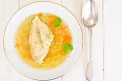鸡汤用面条 免版税图库摄影