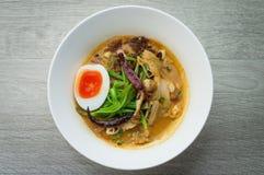 鸡汤面 免版税图库摄影