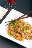 鸡油炸物泰国面条的混乱 免版税图库摄影