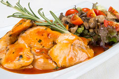 鸡用蘑菇和菜 免版税库存图片