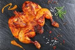 鸡用辣椒、芥末、盐和迷迭香 免版税库存照片