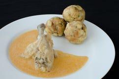 鸡用饺子和辣椒粉调味汁 免版税库存照片