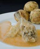 鸡用饺子和辣椒粉调味汁 免版税库存图片