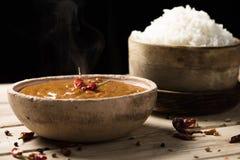鸡科尔马咖喱和米 库存照片