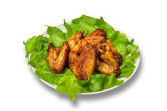鸡翼用沙拉在白色背景离开 免版税库存照片