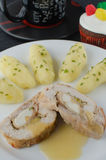 鸡肉卷用茶和松饼 图库摄影