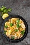 鸡肉沙锅菜用柠檬橄榄和香菜 免版税库存照片