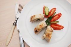 鸡胸脯滚动了部分被充塞的被烘烤的自创饮食食物晚餐Chiken乳房肉 免版税库存图片