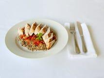 鸡膳食在一块白色板材恰好提出了在餐馆 库存图片