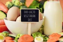鸡蛋、牛奶、菜和文本ovo-lacto素食饮食 库存图片