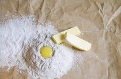 鸡蛋、黄油和面粉 免版税库存照片