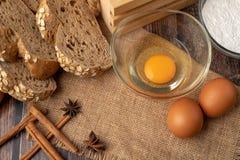 鸡蛋为在大袋做面包店 图库摄影