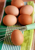 鸡蛋和扫 免版税库存图片
