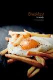 鸡蛋和油炸物 免版税库存图片