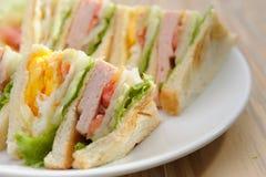 鸡蛋和火腿三明治 图库摄影