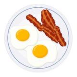 鸡蛋和烟肉在板材 图库摄影