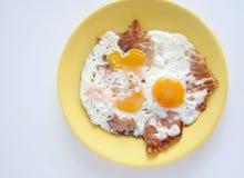 鸡蛋和烟肉 库存图片