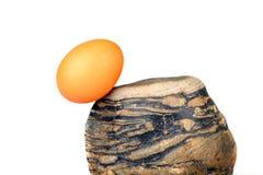 鸡蛋和石头 免版税库存照片