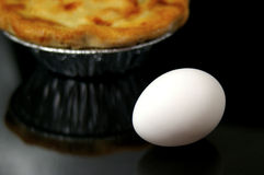 鸡蛋和罐装馅饼 免版税图库摄影