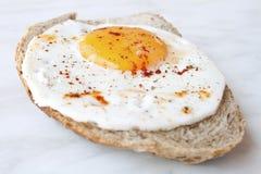 鸡蛋和面包 免版税库存图片