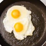 鸡蛋油煎了煎锅二 库存图片