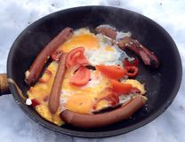鸡蛋油煎了香肠 图库摄影