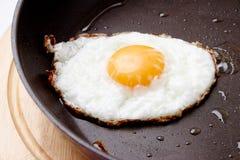 鸡蛋油煎了 图库摄影