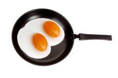 鸡蛋油煎的查出的平底锅二 免版税库存照片