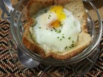 鸡蛋烘烤用面包 免版税库存照片