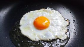 鸡蛋的油煎的晴朗的边 库存照片